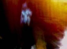 Rapita dagli alieni. Trova 40 selfie sullo smartphone